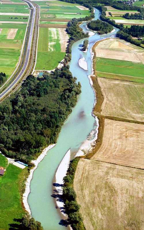 Amt der Kärntner Landesregierung, Abt.16L (S.Tichy). The widened river bed and reconnected sidearms at the restored site of River Drau provide over a distance of 2,5 km new aquatic and riparian habitats for endangered species as well as local recreation areas for the public.