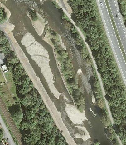 •German flagship restoration: river Ruhr; 200m section that was restored in 2009, photo: www.tim-online.nrw.de